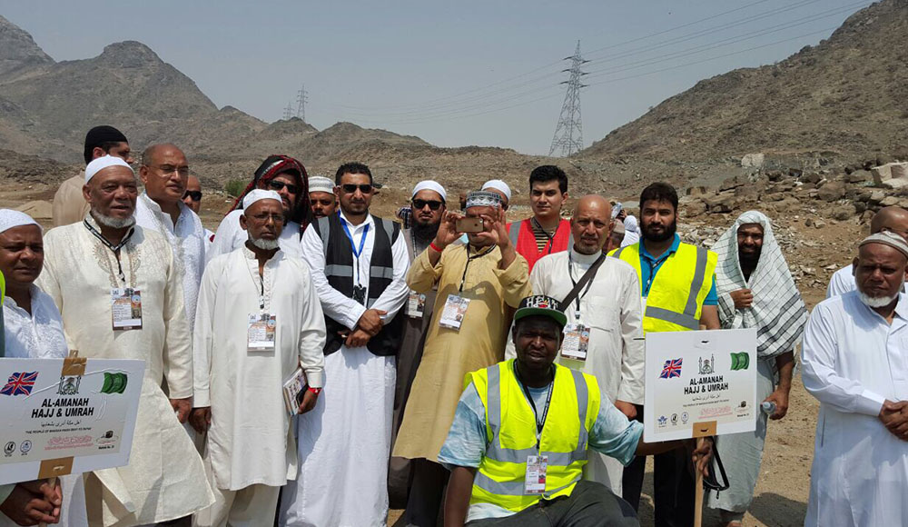 team of alamanah with pilgrims